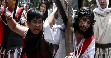 當復活節四處都在上演耶穌受難記,菲律賓的基督徒是真的被釘上十字架!