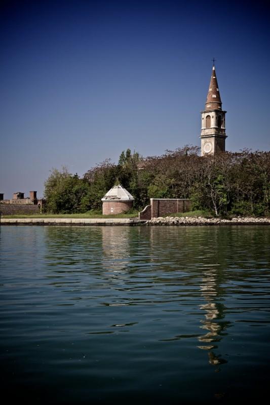 我上次去威尼斯時所有人都叫我不要去這座島,船家都不肯去,原因...ヽ(゚Д゚)ノ