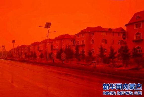 世界末日要到了嗎?蒙古阿爾山居然出現紅色天空和泥巴雨!?