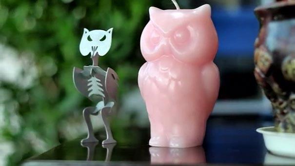 這些貓頭鷹造型的蠟燭一定很討厭火...燒到一半你會發現蠟燭「面露凶光」!