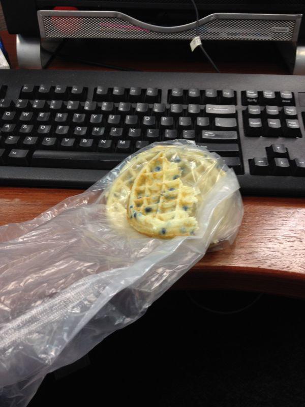 sad-desk-lunch-17