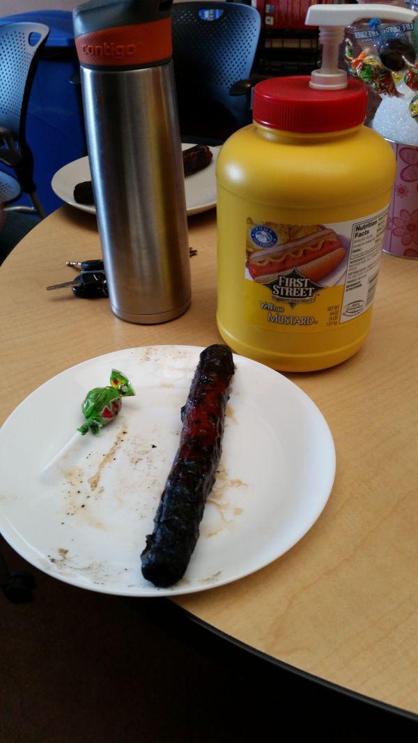 sad-desk-lunch-19