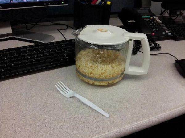 sad-desk-lunch-4