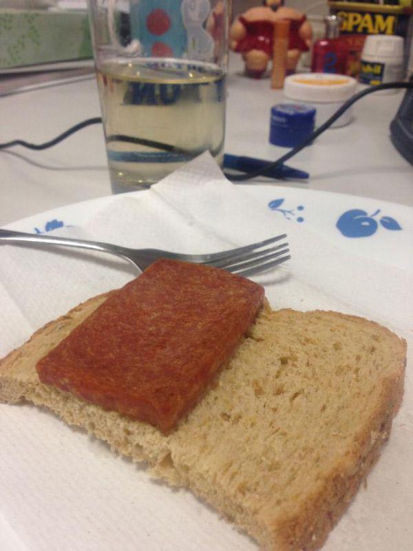 sad-desk-lunch-5