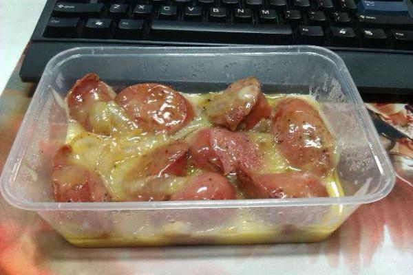 Tumblr blog SadDeskLunch chronicles the everyday sad lunches desk jockeys at 9-5s endure. Yay :(
