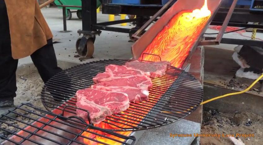 碳烤牛排落伍了!最新「用岩漿烤牛排」結果意想不到