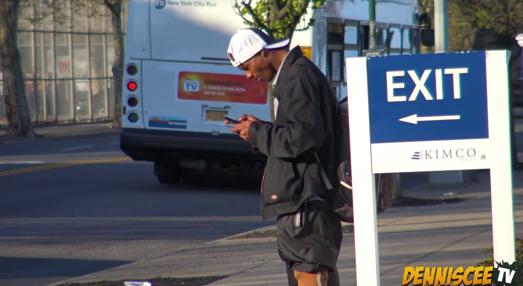 這名男子撿到他們故意掉的錢包後貌似盜刷信用卡,但在跟蹤3小時後...發現大錯特錯!