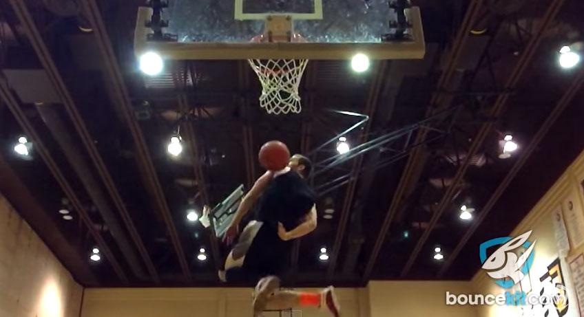 這個才185公分高的男生灌籃被網友稱是「歷史上最強」,瘋狂到評審可能都會不知道該怎麼給分數呢!