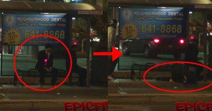 民眾看到同樣在等巴士的人身上出現紅點,接著碰一聲他就躺下了...這惡作劇太壞了啦!