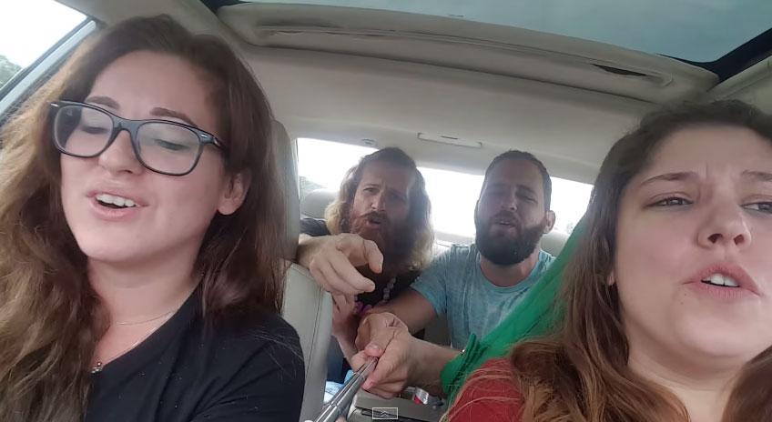 你可能以為這4個人只是在車裡唱歌自拍,但到了48秒時我告訴自己再也不在車裡唱歌了...