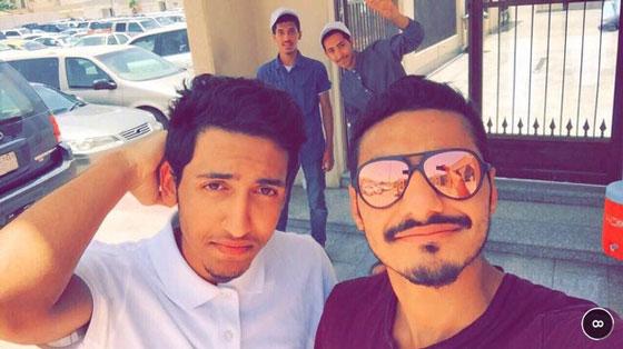 這兩名年輕人因為不惜犧牲性命阻擋ISIS炸彈客進入清真寺,好幾百人才因而保命!