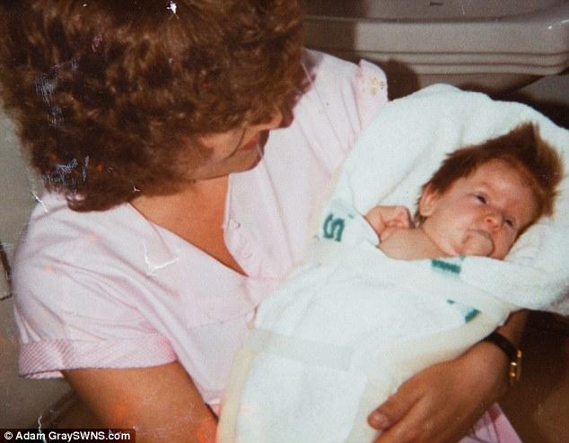 醫生說她會永遠無法走路也不可能結婚。31年後,她走紅毯時讓新郎和賓客感動落淚。