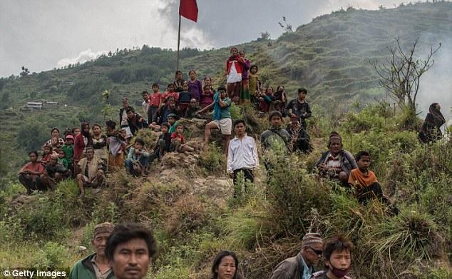 根據法國運動雜誌So Foot的報導,C羅捐出了巨額給了「拯救兒童」(Save the Children) 慈善團體,要來幫助地震受災戶。除此之外,C羅也於上個月,在他有超過100萬粉絲的臉書上,呼籲大家要捐款幫助災民。
