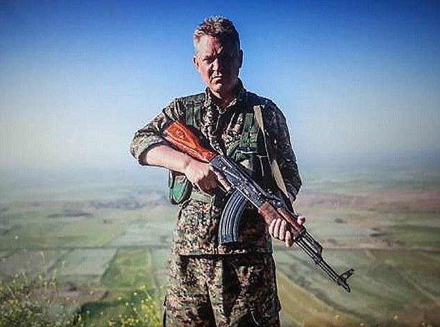 這個影星離開了好萊塢投身消滅伊斯蘭國,決心若被敵軍逮到就送自己一顆子彈!