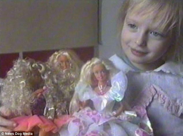 她從小到大在父母「芭比培訓班」中長大,多看幾張「真的覺得皮膚是橡膠」!背面更完美!