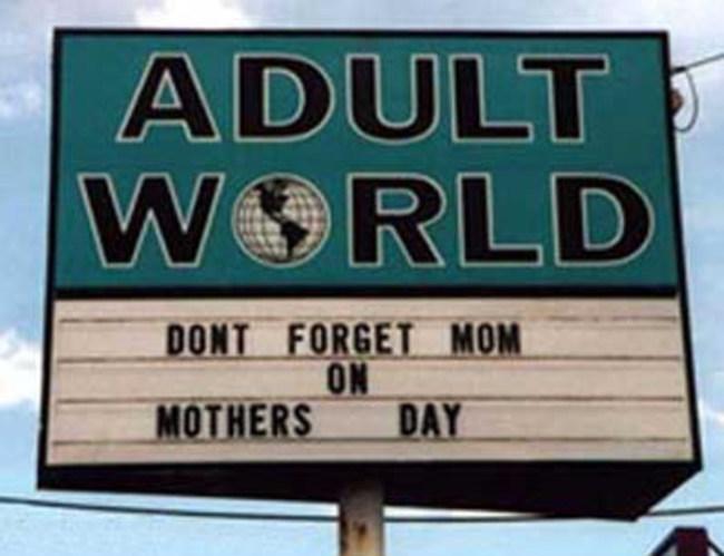 24個把母親節毀掉的「最不該讓母親看到」的超怪訊息。#2為什麼要在母親節特價保險套啦!