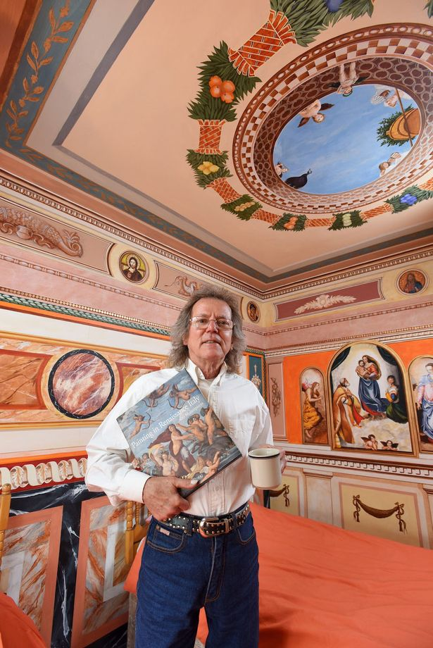 沒去過義大利的男子花12年全靠一本書就把自己家變成「西斯汀教堂」!走進去後感覺都已經不用去義大利了!