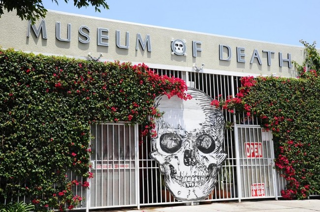 The Museum of Death is housed in what was once the home of Westbeach Recorders, the studio where Pink Floyd and other big names recorded their albums. The studio's soundproof walls muffle outside noise, lending the museum an eerie silence.