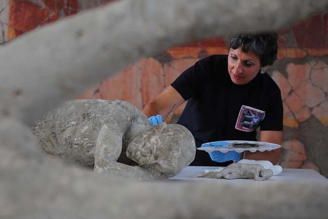 考古學家在2000年前的龐貝城遺骸中,發現了跨越時代的真摯動人親情。