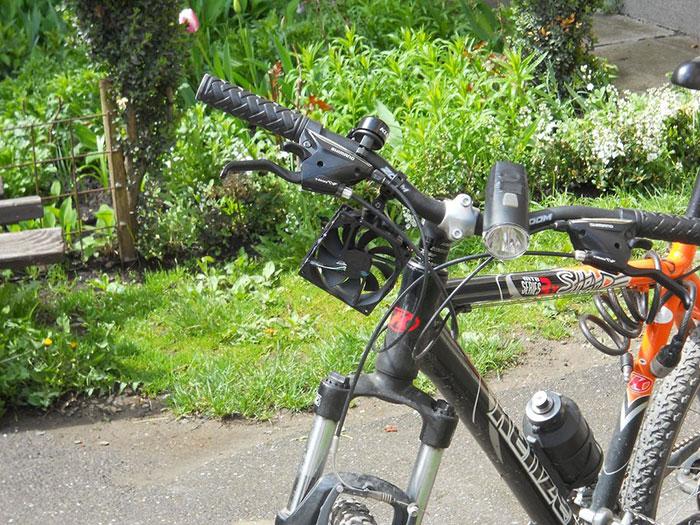 這名16歲發明家只花了150塊就發明出一個每個騎腳踏車的人都會想要的東西。內有DIY教學喔!