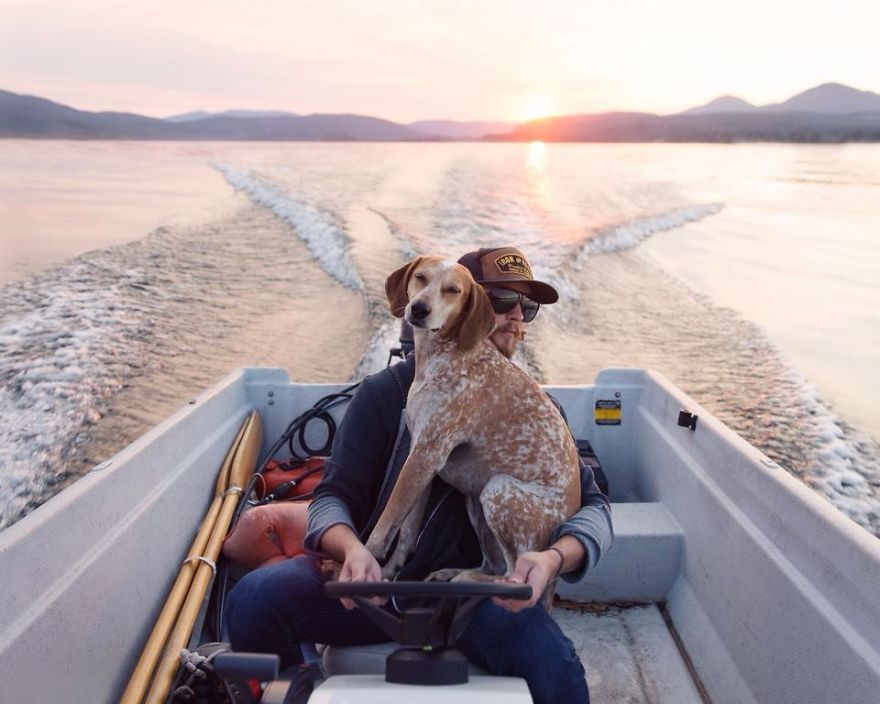 他原本沒人要,但被這名攝影師領養後,他們一起環遊美國拍下的照片會讓你發現到狗狗是最佳的旅遊同伴!
