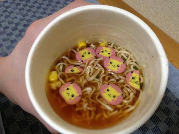 日本推出皮卡丘杯麵除了長得超可愛,裡面裝的東西完全會讓你「少女心大噴發」萌到不要不要的!