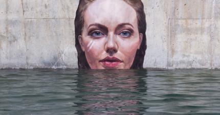 紐約的民眾最近在牆上看到這些從水中冒出來的「美女巨人」,但最棒的其實是她們被創造的過程啊!