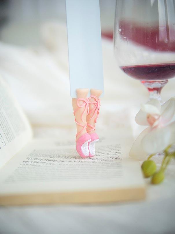 14個從故事書中偷跑出來的超可愛角色書籤。《魔戒》哈比人的腳未免也...太髒了吧?