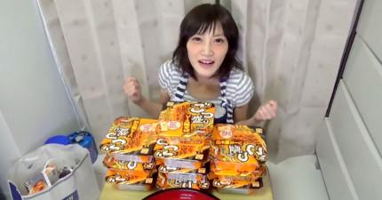很多男生都會對這位日本美少女心動,但看完她的食量...所有人都退縮了。