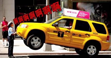 這名女交警要求司機把車開走卻遭回嗆,憤怒的她大吼了一聲然後直接把車子給提起!
