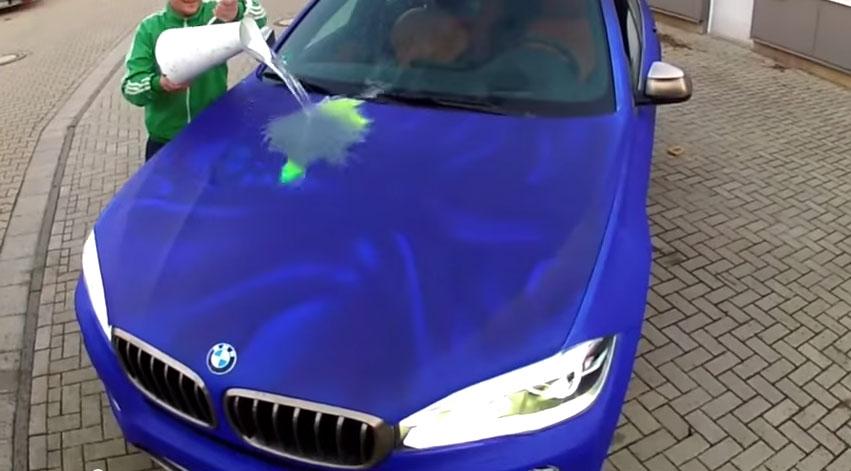當你把熱水潑到這台車子上時,發生的超爆猛變化讓我完全受不了了!