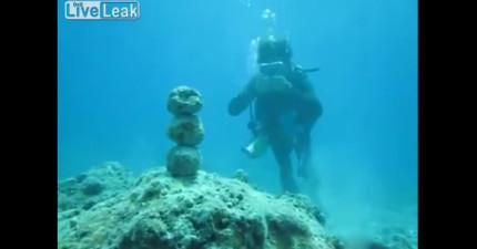 他在海底把雙手併攏並且用力吹氣時,你看到效果之後下次也一定會試試看!