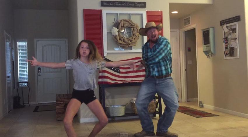 當這名爸爸看到女兒在客廳裡跳舞時,他決定做的事情讓網友都樂壞了!