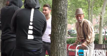 他帶著80歲爺爺要秀「饒舌」但被年輕人輕視嗆聲,但當音樂一下...年輕人都想要跟他拜把!