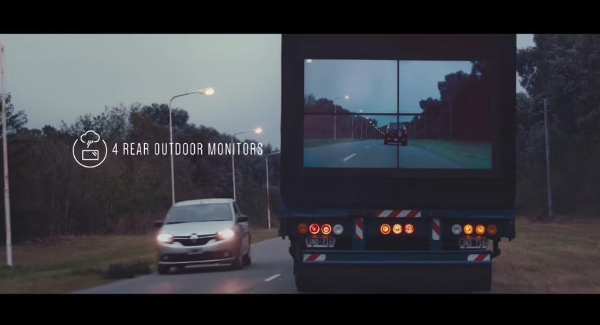 今天以後,你再也不會討厭開在大卡車的後面了,因為...看看它的車尾!