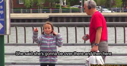 小女孩假裝跟媽媽走失尋求路人協助,不料有一名男子居然說「我知道妳媽媽啊!她在前面叫妳...」