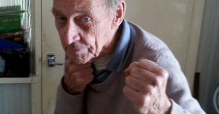 88歲老翁家中被2名持刀歹徒闖入,但他立刻開啟了「二次大戰模式」證明誰才是老大。