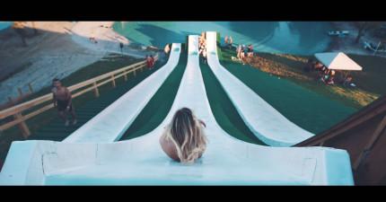 只要從這座全世界最高的超危險「超級溜滑梯」滑下去,你就會速度快到...多雙翅膀啊!