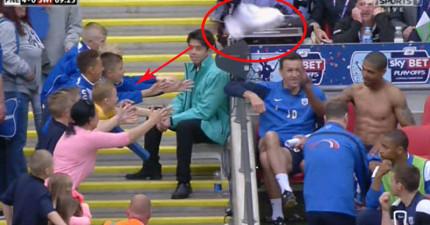 足球明星給小粉絲的球衣被旁邊的女子粗魯搶走,幾個小時居然在拍賣網上看到?!