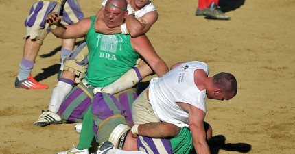 這場純正義大利古典「戰爭足球」只有一個規矩:就是沒有任何規矩!