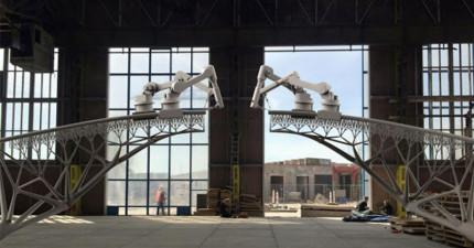 全人類的第一座3D機器人列印的橋即將出爐!看了過程影片後我已經止不住自己的感動淚水了!