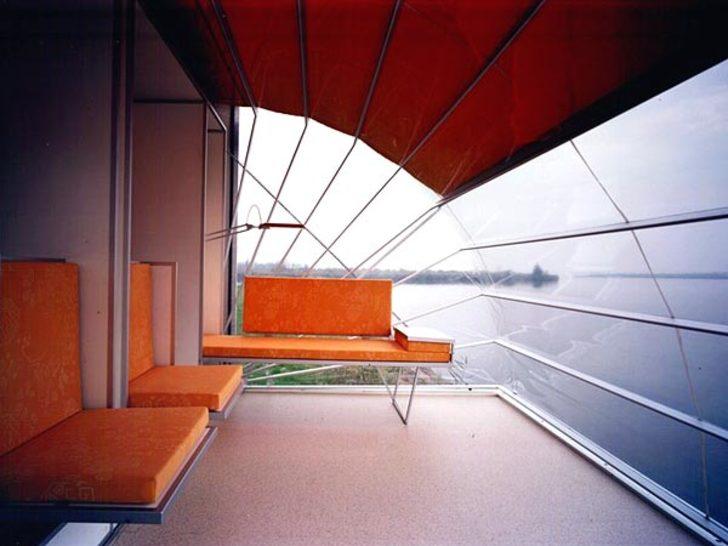 De-Markies-trailer-lounge-area