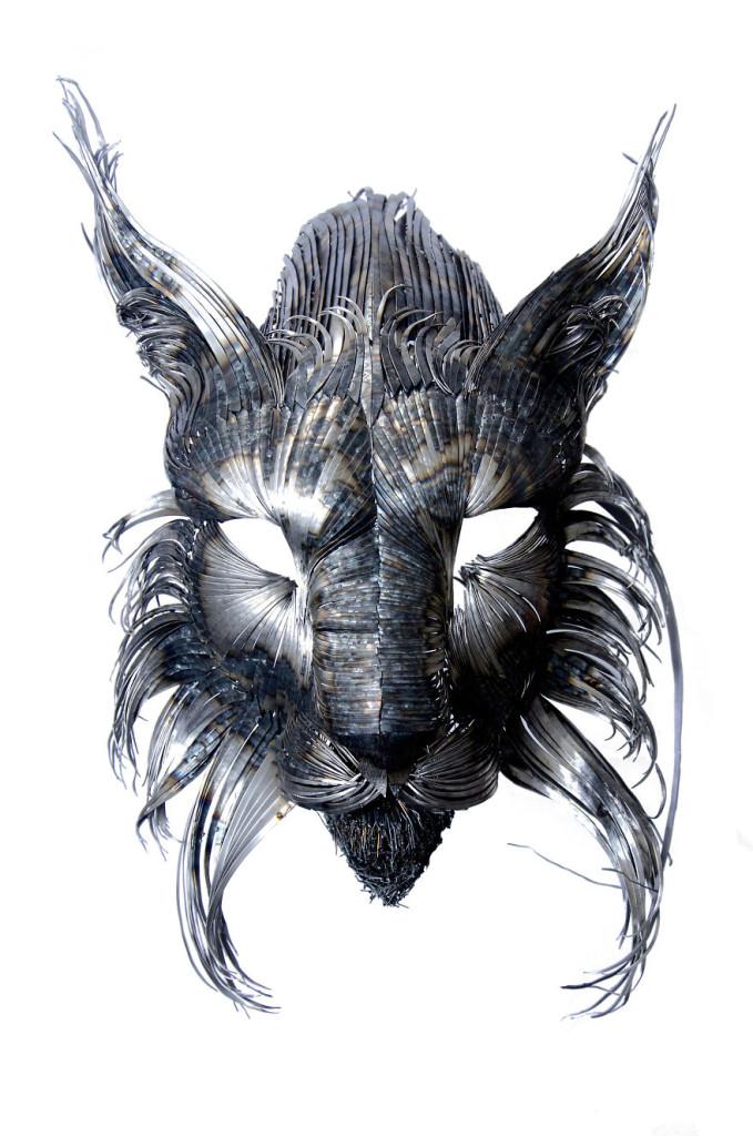 男子隱居山中創造出來這些「金屬猛獸」,製作過程酷到會讓你不敢相信!