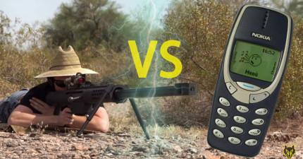 當用一把大台狙擊槍射擊史上最強Nokia 3310的話,會讓宇宙整個爆掉嗎?
