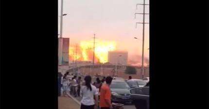 中國石化工廠外洩大爆炸,拍下的畫面會讓你看到世界末日的模樣。