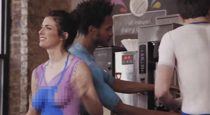 這家咖啡廳的咖啡師都是全裸,結果客人都愛死了!