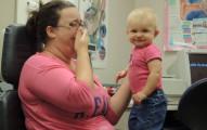 先天失聰寶寶戴上助聽器後第一次聽到媽媽的聲音,我也被影片中滿出來的喜悅給感染到了!