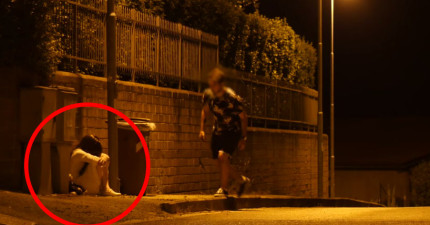 他在夜晚的路邊看到了一個白衣女童埋頭哭泣,但等到他靠近對方抬頭...不...不要!
