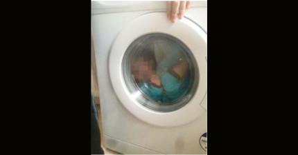 這名21歲的年輕媽媽開心的上傳了這張唐氏症兒子在洗衣機中的照片。
