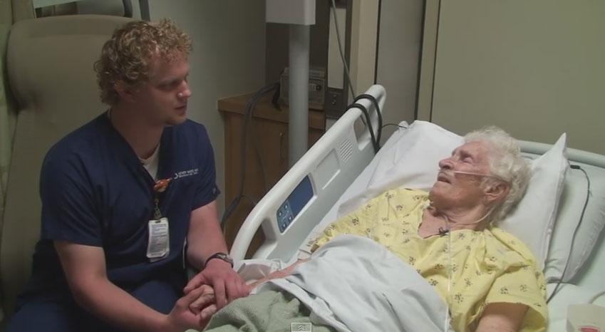很多人聽到了這個男護士為病人做的事情後,之後都指名要去那間療養院!